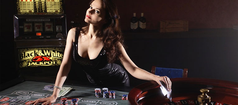 woman dealer - Top Tips in Choosing the Right Online Casino for You